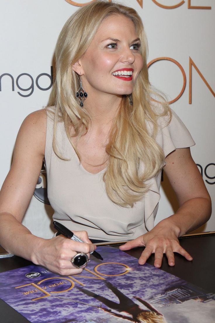 Georgina haig filming once upon a time 06 full size pictures to pin on - Jennifer Morrison At Once Upon A Time Event At Bloomingdale S Being Her Most Beautiful Princess