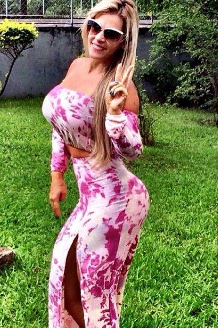 Denise Rocha   Denise Rocha posa sorridente após quase um mês de cama com catapora