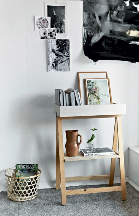 DIY: Build your own mini bookcase // between living room chairs