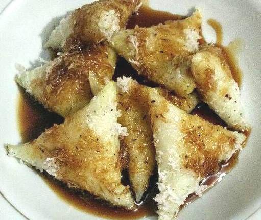 Indisch eten!: Kue lupis ketan: heerlijke driehoekjes van kleefrijst met kokos en gula jawa