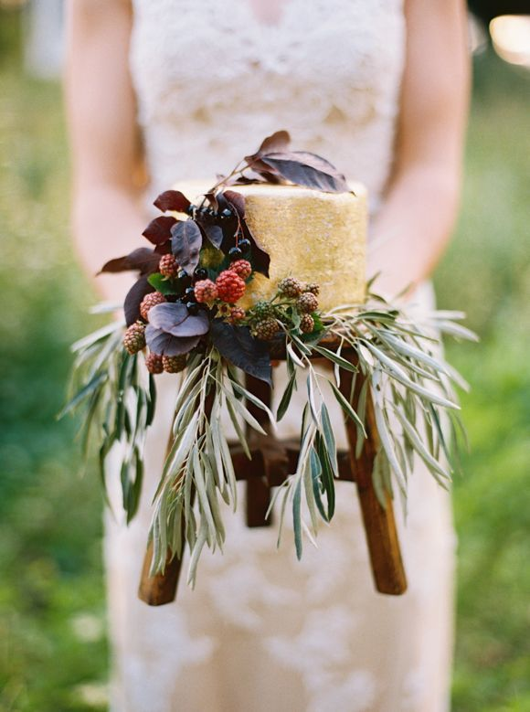 The most perfect #fall wedding cake ever! | Elegant Autumn Wedding ideas | Anna Peters Photography
