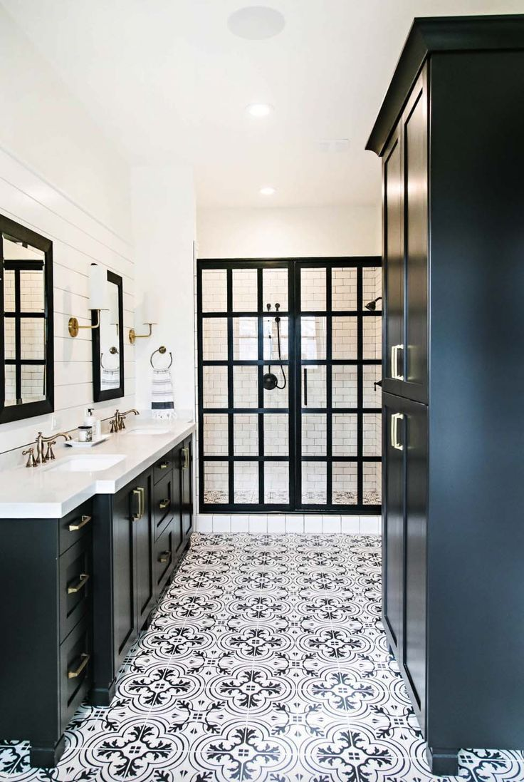25 Incredibly Stylish Black And White Bathroom Ideas To Inspire Black White Bathrooms Bathroom Farmhouse Style Bathroom Remodel Master