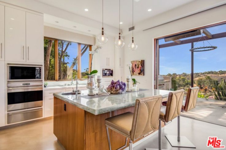 Chris Hemsworth and Elsa Pataky Purchase Southwest Style Malibu luxury home and it comes with one  very stylish kitchen