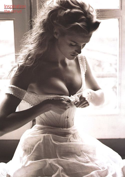 a-state-of-bliss:  Vogue US June 2000 - Carmen Kass by Michael Thompson