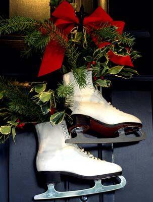 holiday-front-door-decor-idea-with-skates