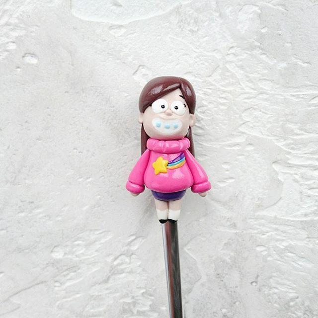 Сегодня покажу #мэйбл, персонажа забавного мультика #гравитифолз   Девчушка лепилась под заказ. Повтор возможен 😉  #mabelpines #mabel #gravity_falls