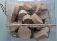artemio drijfhoout 250 gr rondjes 30011 Kwast prijs € 3,95 Drijfhout Heel mooi verweerd rustiek hout Doos met houten schijven in verschillende  matenen dikten Per doos met ca. 250 gram