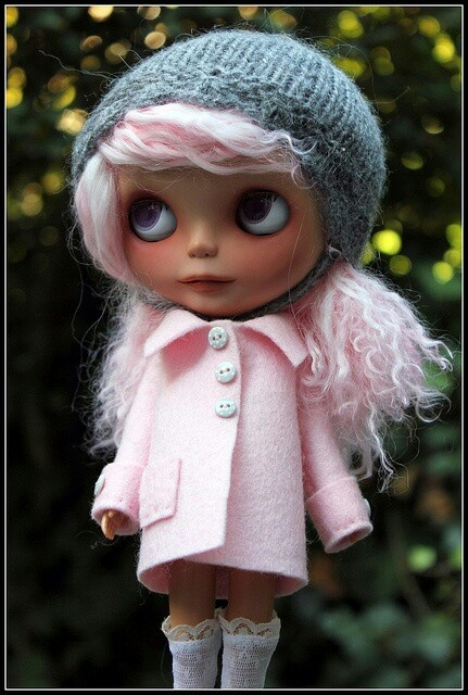 Blythe in pink! Love that pink hair :)