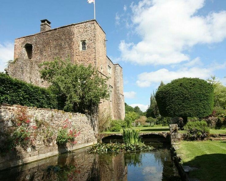 Castle Wedding Venue in Devon, Exclusive Use Weddings at Bickleighcastle.com
