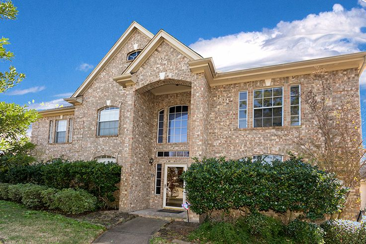 Great 2 Story 5BD 3.1BA Home with Pool For Sale in Pearland - http://www.realtybymonica.com/2016/12/22/great-2-story-5bd-3-1ba-home-pool-sale-pearland/ #2Story, #5Bedrooms, #HomesForSale, #Pearland, #PineHollow, #Pool, #RealEstate