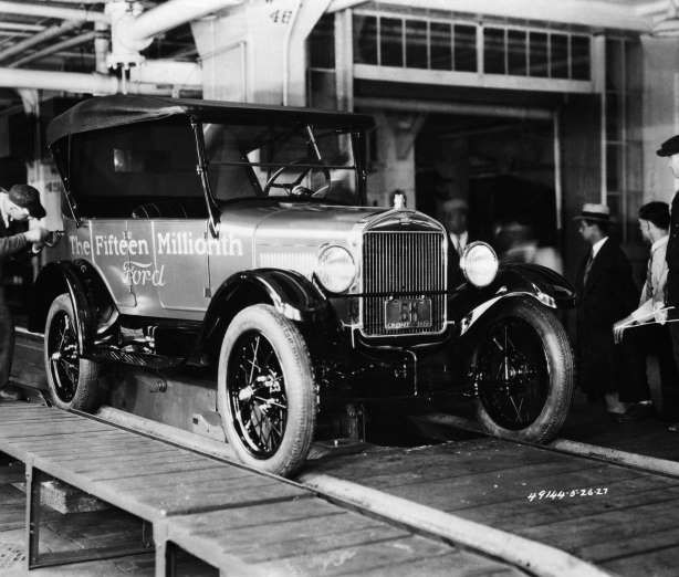 May 26,  1927: FORD MOTOR COMPANY PRODUCE THE LAST MODEL T FORD  -    Henry Ford and the Ford Motor Company produce the last (and 15th million) Model T Ford.