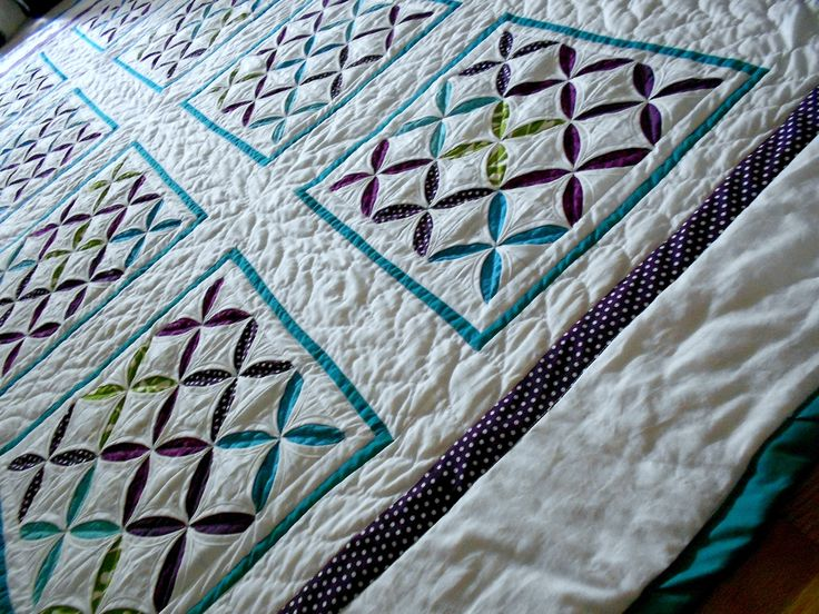 Reverse cathedral windows quilt quilts cathedral for Window quilt