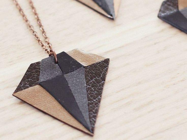 DIY tutorial: Make a Diamond Shaped Pendant Necklace via en.DaWanda.com