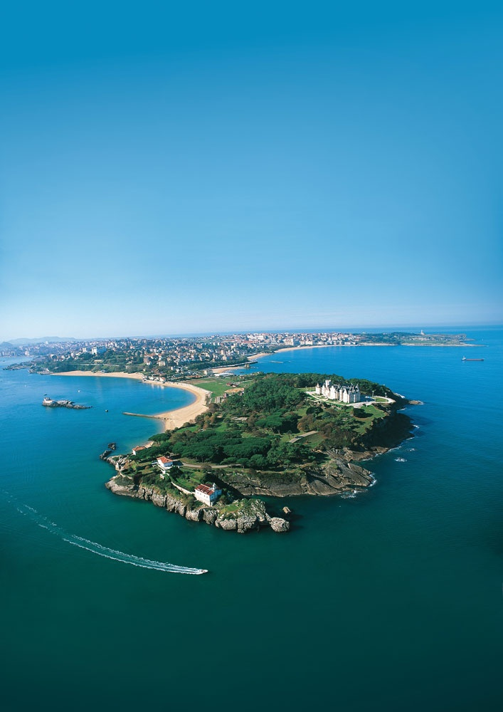 Península de La Magdalena, en la bahía de #Santander #Cantabria #Spain #Travel #Coast #Beach