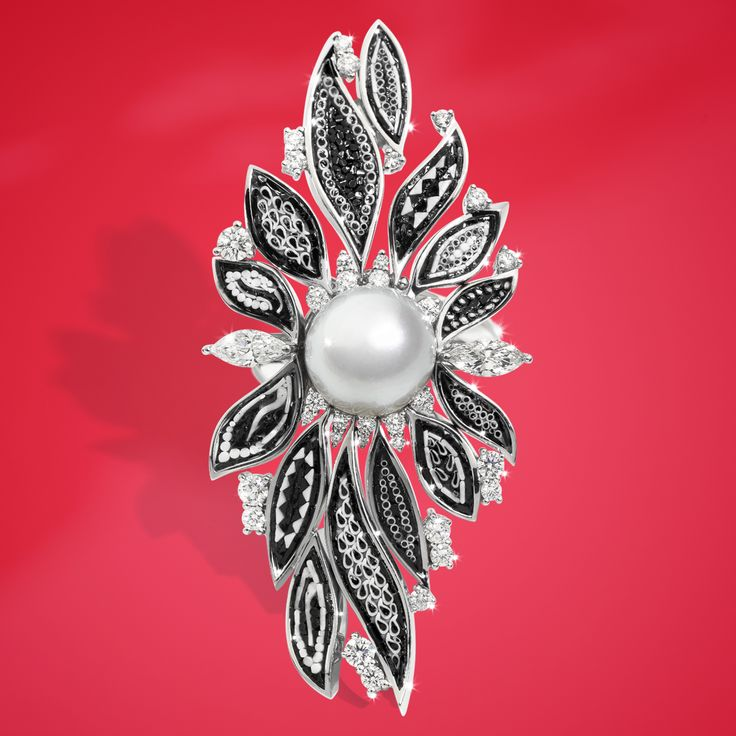 Black micromosaic on white gold and diamonds, all enriched by a unique pearl: we present you the Lucea ring, our newest creation.