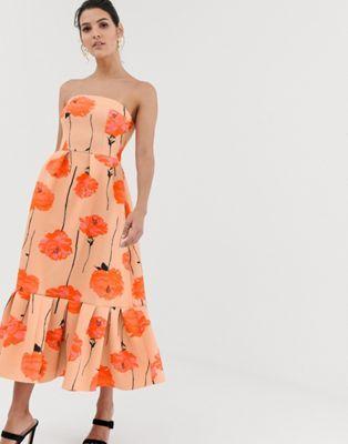 71b40fd898b Платье-бандо миди с принтом маков и оборкой по нижнему краю ASOS DESIGN
