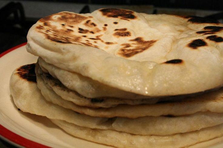 A naan kenyér az indiai konyha számos kenyérfélesége közül a legismertebb és talán a legfinomabb. Naan kenyér recept egyszerűen, otthon.