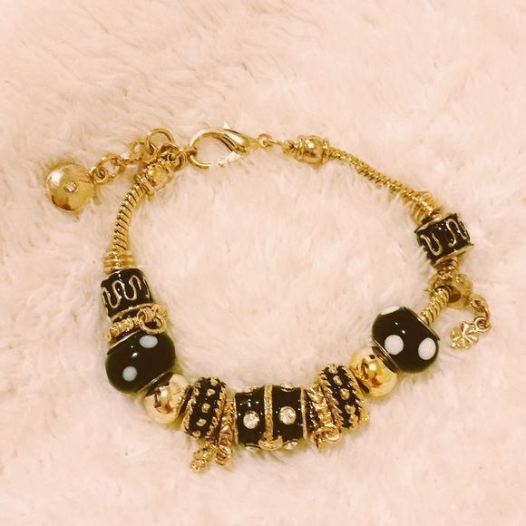 Gorgeous bracelet Come and take this gorgeous bracelet. :) Jewelry Bracelets
