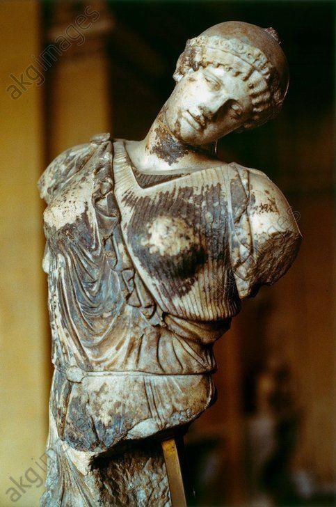 AMAZONE MOURANTE / SCULPTURE GRECQUE. Sculpture grecque. Amazone mourante. Marbre. Collection des antiques,