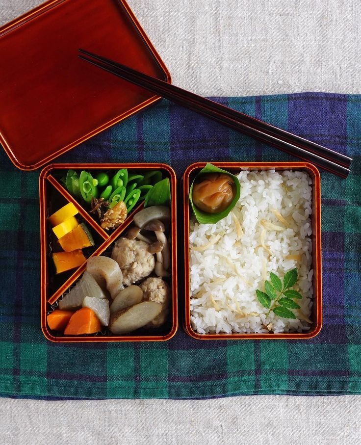 * Cooked ginger rice bento/新生姜ごはん弁当 . I cooked rice with shredded fresh ginger, salt and sake. Love this light, clean fragrant taste. The aroma is wonderful. . What's in this bento: *cooked ginger rice, soy-dashi-stewed chicken balls and veggies *simmered squash in soy dash soup, blanched snap peas with cheese sauce, some pickles . 今日は新生姜ごはん弁当です。千切りした新生姜、塩、お酒で炊き上げました。生姜の香りが素晴らしいごはん、大好きです☆ . 今日のお弁当:新生姜ごはん、鶏肉団子と野菜の煮物、南瓜の煮物、ズッキーニの甘酢漬け、茹でたスナップエンドウとチーズソース、クルミの佃煮 . #bento #お弁当 #春慶塗 #飛騨春慶 #丸の内弁当…