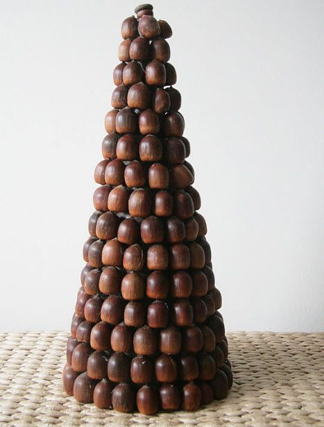 Designer MacGyver: 5 Nutty Ways to Decorate With Acorns (http://blog.hgtv.com/design/2013/10/21/designer-macgyver-5-nutty-ways-to-decorate-with-acorns/?soc=pinterest)