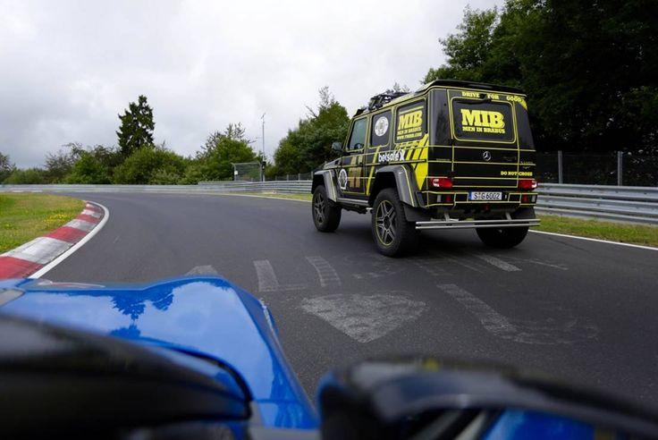 Bestia w Zielonym Piekle  3:)   Dla BRABUS nie ma rzeczy niemożliwych! Ogromna Klasa G 4x4 choć stworzona do pokonywania przeszkód w terenie, po modyfikacjach w Bottrop sprawnie radzi sobie również..  na najtrudniejszym torze wyścigowym świata. Robi wrażenie!  Oficjalny Dealer Brabus Brabus JR Tuning http://www.brabus-jrtuning.pl/