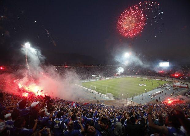 Salida de la U en la final de la Copa Sudamericana 2011, imagen desde la galeria norte del Estadio Nacional