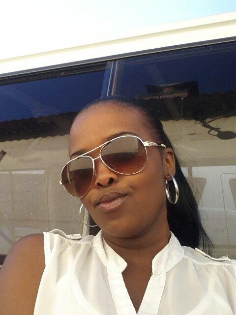 Love them big sunglasses!