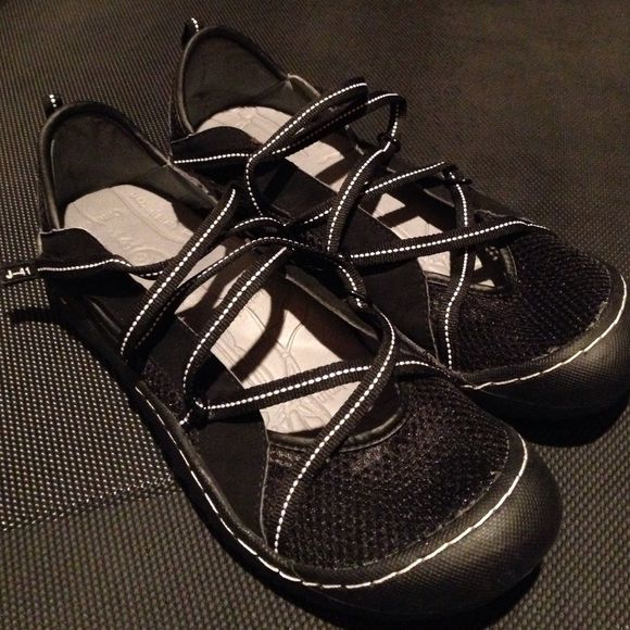 J-41 Shoes Great light & airy shoes size 9M J-41 Shoes Sandals
