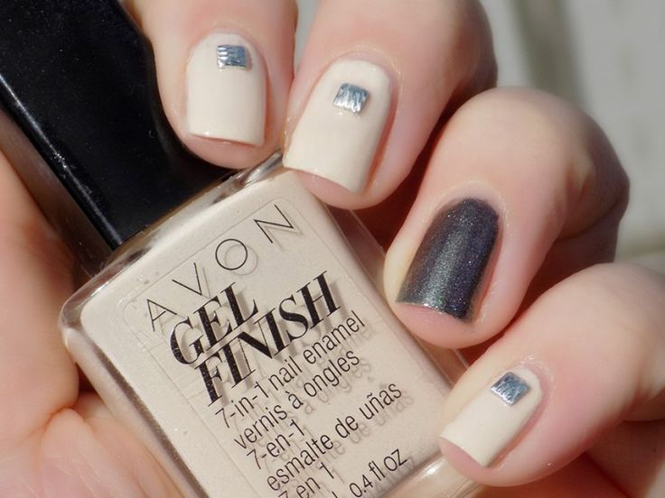 Try out blogger Tea & Nail Polish's #ManiMonday look using our Gel Finish 7-in-1 Nail Enamel in Barely There and Sterling! #AvonCanada