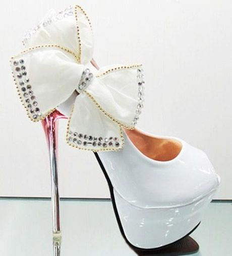 CHRISTIAN LOUBOUTIN wedding white high heels with bow and red soles