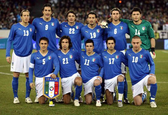 Google Image Result for http://worldtenz.net/wp-content/uploads/2011/10/italy-soccer-team.jpg
