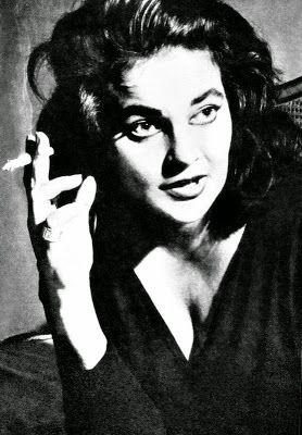 Cantoras do Rádio: Maysa uma triste história de sucessos Dona de dois olhos verdes inesquecíveis, ela viveu 40 anos a mil. Em pouco menos de meio século de vida mudou seu destino já traçado e se tornou a maior cantora romântica da música brasileira. Conheça agora um pouco mais de Maysa.