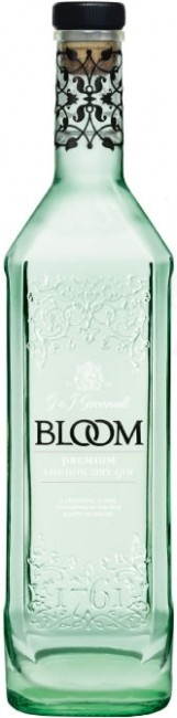 Yet another one I want just so it can sit there and look pretty.  BLOOM Gin. Served with Fentimans tonic over ice and summer berries #ginlove