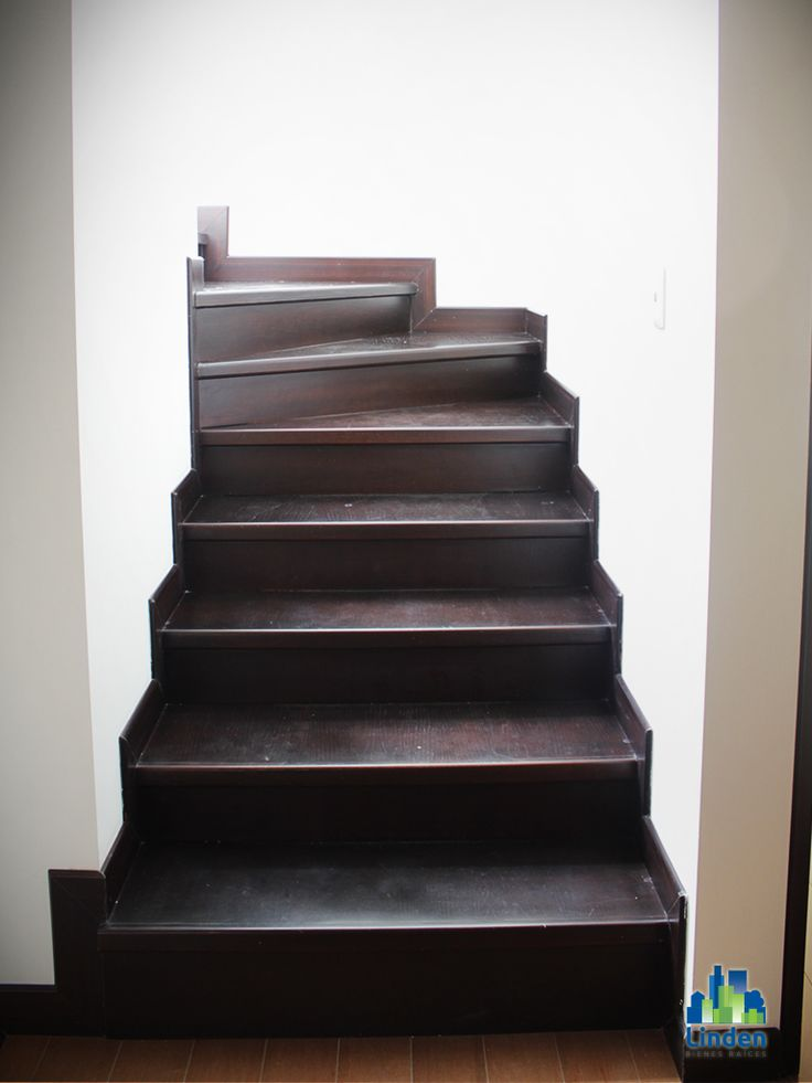 Escaleras con fino acabado.