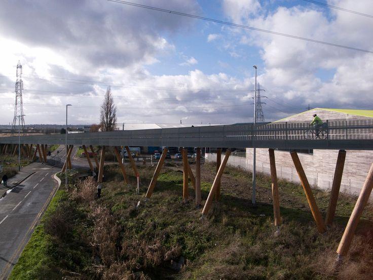 Le Rainham Trackway offre aux piétons et cyclistes de la ville de Rainham, dans le borough londonien d'Havering, un itinéraire amélioré pour se rendre aux