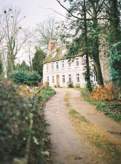 I would love to stay here in the beautiful English countryside....I would be in a Jane Austen novel :)