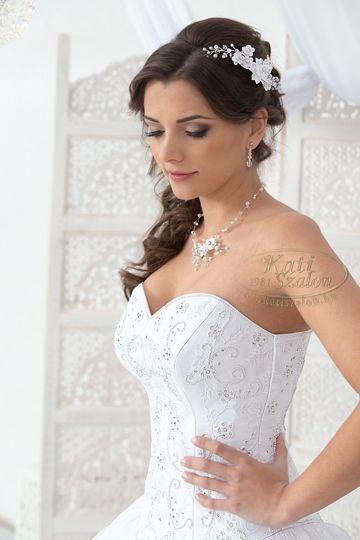 288- egyedi hímzett felsőrészű menyasszonyi ruha, Swarovski kristályokkal díszítve