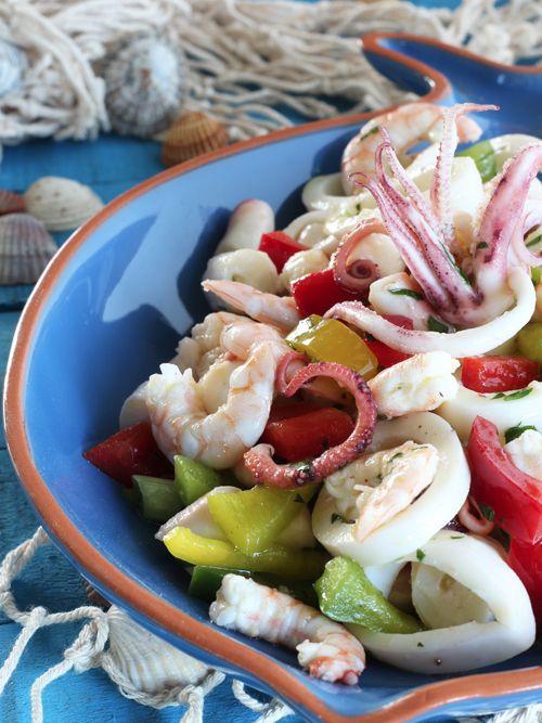 Salpicòn de Mariscos è il nome di derivazione spagnola che si dà a tutto quello che è l'insalata di mare al di fuori dei confini del nostro paese.