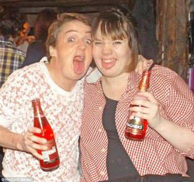 Ajena a su embarazo, ella había pasado los ocho meses anteriores disfrutando noches de karaoke y fiestas, y consumiendo alcohol.