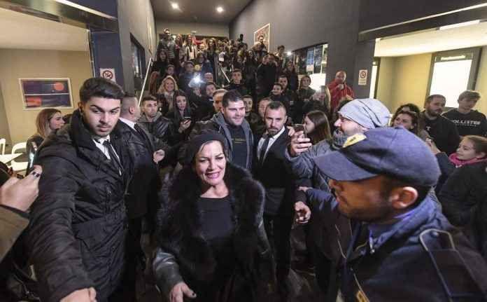 Gomorra 3, anticipazioni e news: l'attesa e` finita Molta l'attesa, ormai ci siamo. Gomorra 3 sta per iniziare e si preannuncia gia` un successo. La Serie iniziera` il 17 novembre 2017 alle 21.15 su Sky Atlantic Hd e naturalmente anche su Sky Cinema 1 #gomorra3