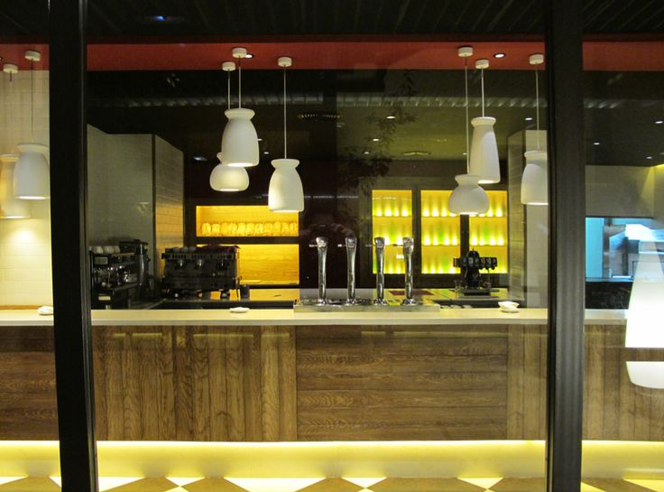 Mostaza design   Da Nicola   Madrid   Italian restaurant   Illustrations by David De Ramón  #mostazadesign #restaurant #madrid #interiordesign #interiors #italianfood #illustration #davidderamon #bar
