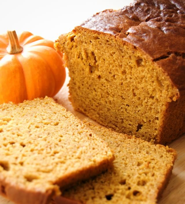 Using leftover or canned pumpkin and applesauce instead of oil, this fat-free vegan pumpkin bread recipe has plenty of flavor, fall spices and moisture, but without the added fat and calories. Vegan pumpkin bread is a sweet breakfast treat, or turn it into a low-fat and low-calorie vegetarian pumpkin bread stuffing.