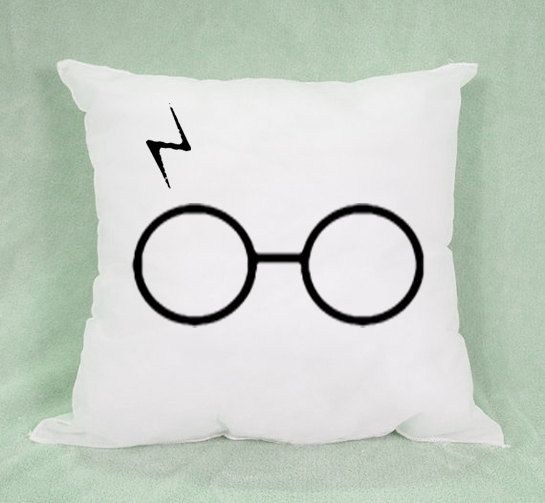 """Harry Potter Pillow case 18x18 in"""" - Pillow Cover - Pillow Case - Custom Pillow - Custom Design - Pillow (But I think I could re-make this on a pillow using more colorful fabric for Erika)."""