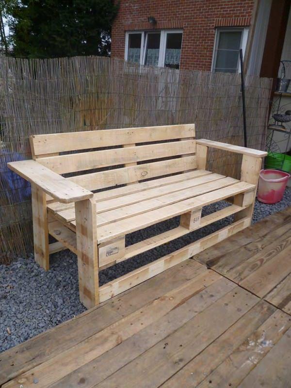 My new bench made today with pallets! Mon nouveau banc en palettes fait ce jour!