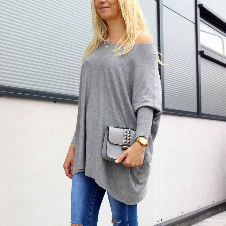 Frisse zomerdag? Deze leuke grijze oversized sweater is jouw redder in nood! 🙅 Shop now!