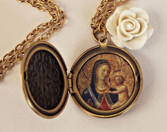 Necklace medallion icon Virgin Mary and Jesus Christ with white rose.  #icon #jesus #mary #virgin #vierge #marie #jésus #christ #collier #bijoux #ex #voto #exvoto #fleurs #rose #roses #médaillon #medallion #necklace #jewelry #bijou #bijoux #religieux #religious #saint #our #lady #notre #dame #icone #icône #chapelet #rosary #rosaire #croix #cross