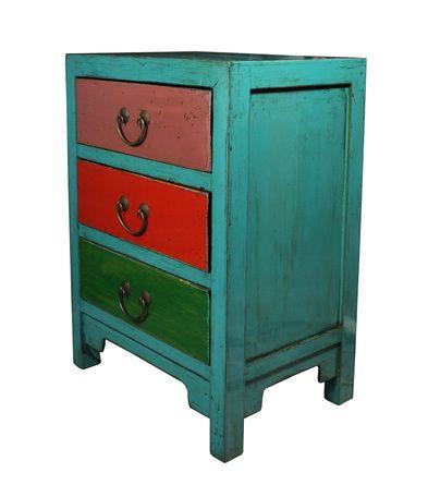 Vyrobeno v tradičních čínských dílnách ze starého jilmového dřeva. Lze využít také jako noční stolek.