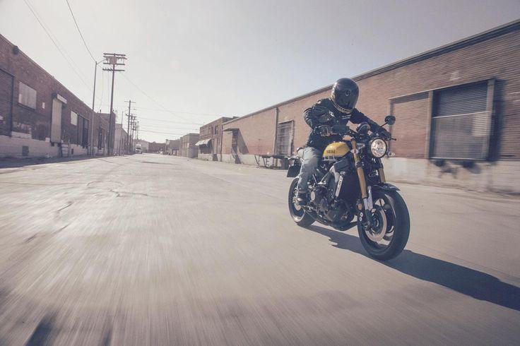 Rakipsiz #yarış geleneğinden etkilenilerek son #teknoloji ile sunulan heyecan verici bir sürüş deneyimi sunan #XSR900 #retro tasarımıyla zamana meydan okuyan klasik motosikletlere bağlılığını gösteriyor. #yamahatürkiye #motosiklet #fastersons #motosiklet #sportheritage