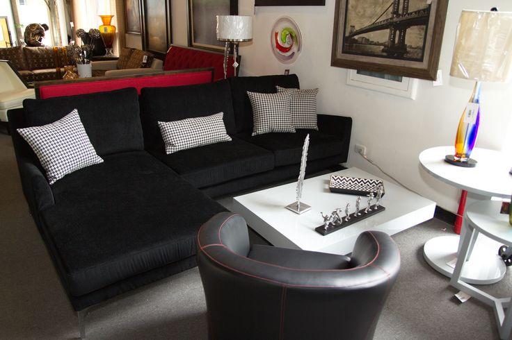 Sof de 3 plazas negro con cojines decorativos y butaca - Cojines decorativos para sofas ...